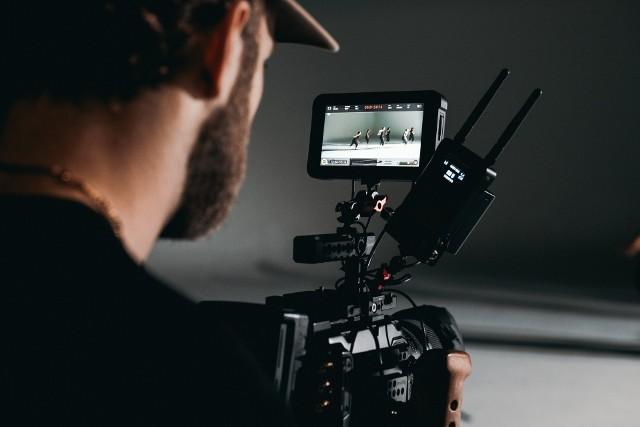 Filmowcy z UAM-u będą kształcić wielkopolską młodzieżUczniowie wielkopolskich szkół podniosą swoje umiejętności z zakresu nowych technologii multimedialno-filmowych. A praktyczne zajęcia poprowadzą dla nich naukowcy z Uniwersytetu im. Adama Mickiewicza w Poznaniu.