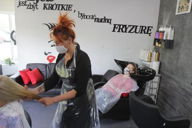 Zakład fryzjerski przy ul. Kieleckiej w Sosnowcu już działa. Zobacz kolejne zdjęcia. Przesuwaj zdjęcia w prawo - naciśnij strzałkę lub przycisk NASTĘPNE