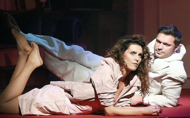 Malwina Kusior w roli Vivian Ward oraz Marcin Jajkiewicz jako Edward Lewis podczas próby przedstawienia na scenie Teatru Muzycznego w Łodzi