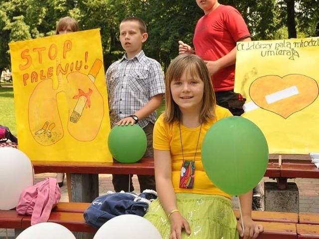 Młodzież z hasłami antyuzależnieniowymi przemaszerowała ulicami Bielska.
