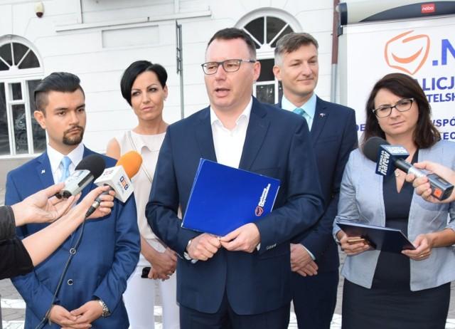 Od lewej: (w pierwszym rzędzie): Bartosz Truszkowski, Mariusz Popielarz, Kamila Gasiuk-Pihowicz