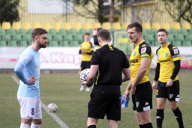 W sobotę 17 kwietnia Siarka Tarnobrzeg zagra mecz rozgrywek grupy czwartej piłkarskiej trzeciej ligi z liderem tabeli, Sokołem Sieniawa. Sprawdź nasz przewidywany skład Siarki na ten mecz.