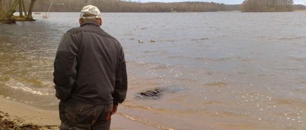 Ciało odnalazła kobieta spacerująca z pasem. Woda unosiła mężczyznę kilka metrów od brzegu.