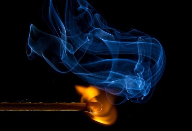 Strażak-piroman z Nidzicy zatrzymany. Podpalał, by koledzy mieli co gasić?