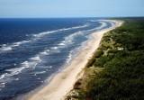 Plaże nad polskim morzem. M.in. Świnoujście, Międzyzdroje, Rewal. Wolontariusze sprawdzają są przystosowane dla osób niepełnosprawnych