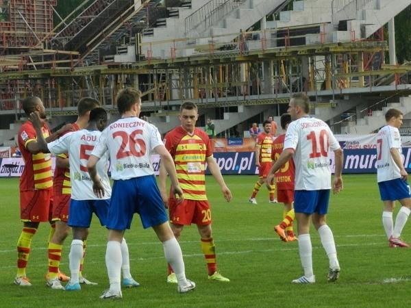 Frank Adu Kwame (trzeci od lewej) jest podstawowym obrońcą Podbeskidzia Bielsko-Biała