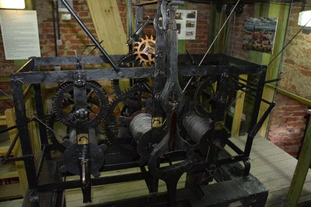 Zegar w Bramie Wielkiej Pałacu Branickich pojawił się w 1758 roku. Odmierza czas do dzisiaj. Na zwiedzanie bramy pałacowej wraz z zegarem zapraszają pracownicy Multimedialnego Centrum Informacji Turystycznej. Od tego roku istnieje taka możliwość również w dni powszednie.