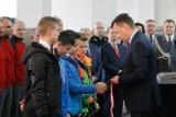 Szef MSWiA Mariusz Błaszczak nagrodził w Rzeszowie młodych bohaterów i mundurowych
