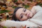 Makijaż jesienny 2020. Brązy, rudości i burgundy, czyli najpiękniejsze trendy na makijaż na jesień [GALERIA]