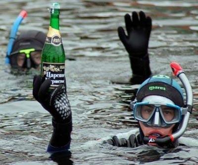 Widowiskowa impreza połączona z podwodnym toastem szampanem rozpocznie się punktualnie w południe na terenie przystani przy ulicy Mickiewicza.