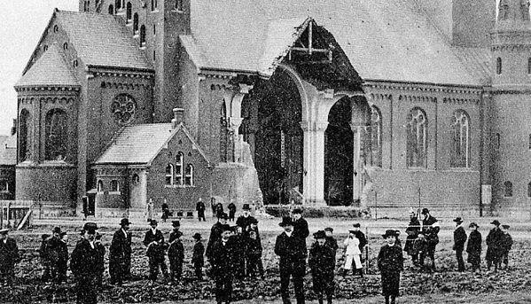 W Wielki Piątek 9 kwietnia 1909 r., doszło w Inowrocławiu do wielkiej katastrofy górniczej i zapadnięcia się ściany północnego transeptu kościoła Zwiastowania NMP