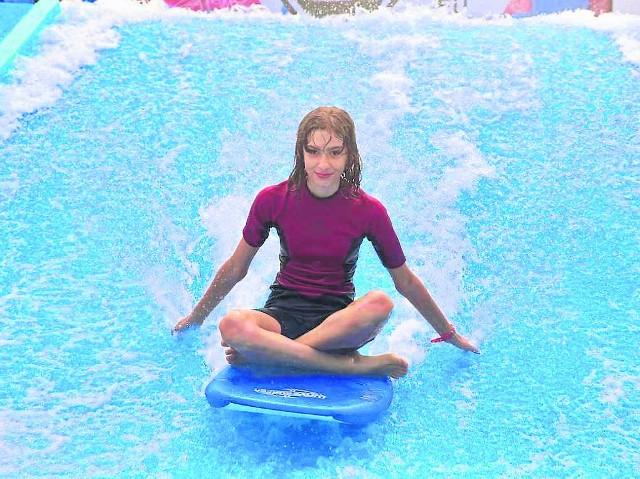 Surfować we wrocławskim aquaparku można od godz. 11 do 19.