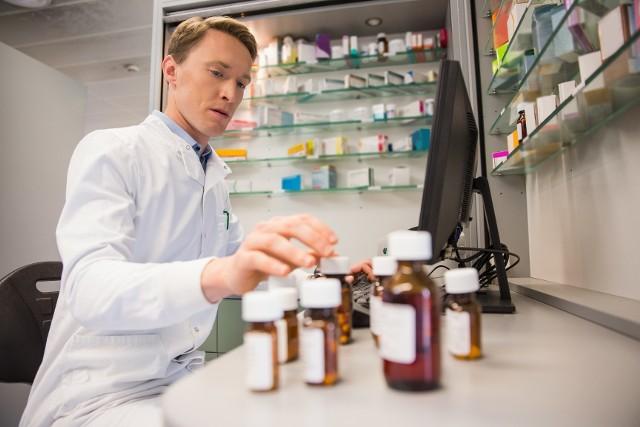 Minister Zdrowia zaktualizował wykaz leków zagrożonych brakiem dostępności. Trafiły do niego m.in. popularne środki przeciwbólowe.