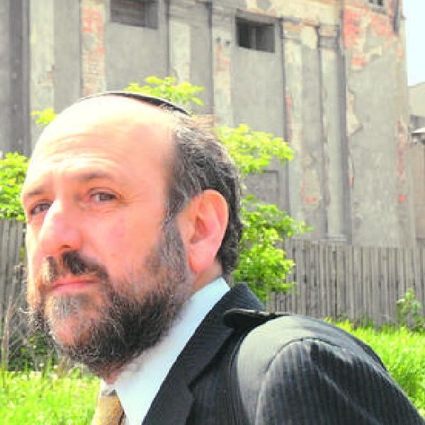 - Jestem w Bydgoszczy i widzę, że chcecie ratować synagogę i kirkut - rabin Schudrich przed fordońską bożnicą