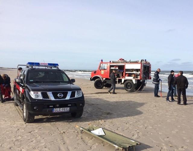 Ciało mężczyzny na plaży w Łebie