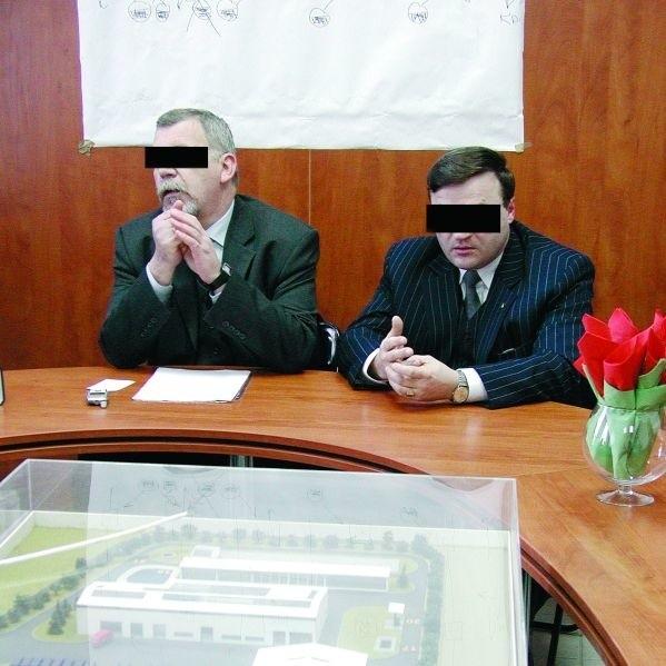 Byli wiceprezydenci miasta Marek K. i Krzysztof S. odpowiedzą za odbiór niesprawnej oczyszczalni odcieków (na zdjęciu widać jej makietę)