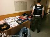 Podrobiona odzież i nielegalne kosmetyki na bydgoskim targowisku [zdjęcia]