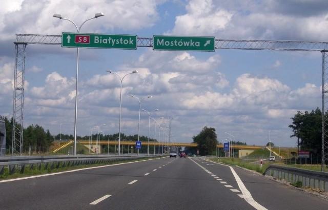 Jest szansa, że do końca roku drogowcy będą mieli pozwolenia na budowę wszystkich odcinków S8 do stolicy. Na zdjęciu: Początek obwodnicy Wyszkowa od strony Warszawy - węzeł Mostówka.