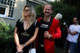 Piosenkarz Sławomir radzi:  Nie wychodzić nawet po żyletki i co robi?