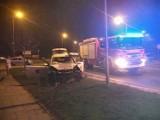 Wypadek na ul. Zachodniej. Skoda wypadła z drogi i uderzyła w inne auto
