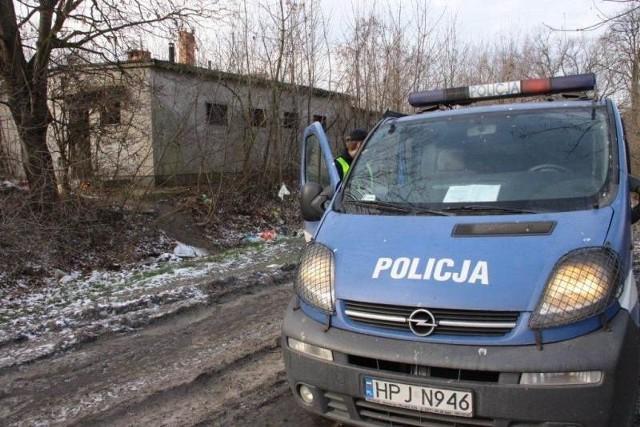 Zwłoki znaleziono w pustostanie należącym do PKP przy ul. Ogrodowej w Opolu.