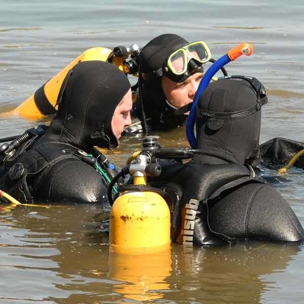 Po przeprowadzonej akcji płetwonurkowie odnaleźli ciała chłopców.