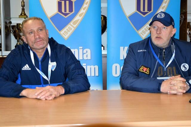 Jirzi Szejba, opiekun oświęcimian (z lewej) i Marek Ziętara, trener Automatyki Gdańsk.