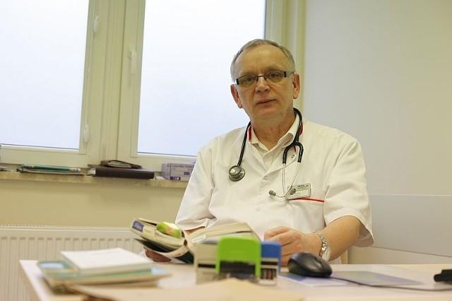 To jest chore. Ktoś kto wymyślił ten przepis, powinien dostać duży zastrzyk, dużą igłą - mówi Mirosław Małowski, lekarz z przychodni podstawowej opieki zdrowotnej MSWiA w Opolu.