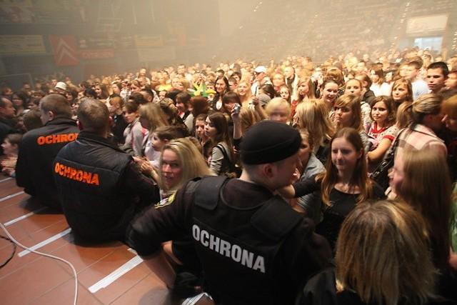 Zdjecia z koncertu Gwiazd turnieju Amber Cup w hali Gryfia. Wystąpili: Rh+, Sylwia Grzeszczak & Liber oraz Jay Delano.