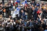 Donald Tusk w Poznaniu: Polska będzie demokracją, póki nikt nie będzie nikogo prześladował i więził przez przekonania [ZDJĘCIA]