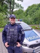 Policjant po służbie odnalazł zaginionego mężczyznę. Był w piżamie i błąkał się w nocy po obwodnicy w Murowanej Goślinie