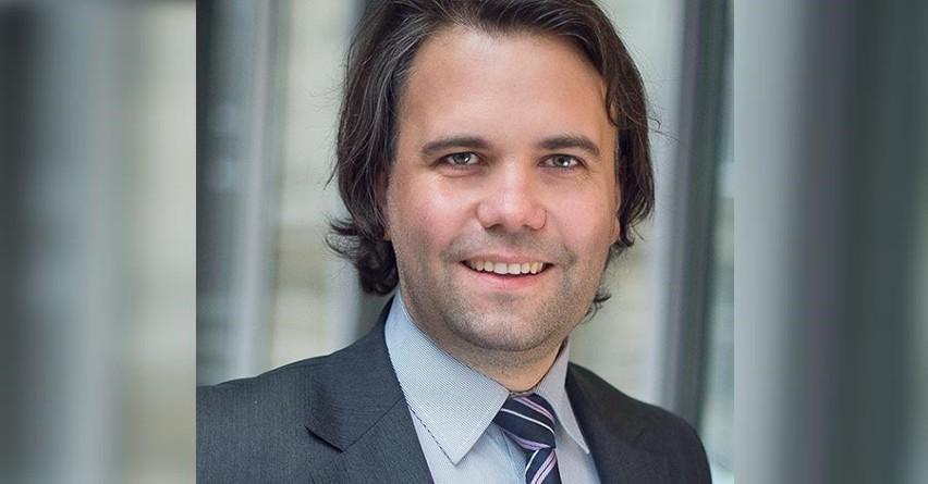Mariusz Busiło jest prawnikiem specjalizującym się w nowych technologiach, wspólnikiem w Kancelarii Bącal, Busiło Sp. k. Zajmuje się łącznością bezprzewodową, prywatnością i bezpieczeństwem. Posiada szerokie doświadczenie w pracach zespołów eksperckich polskich i zagranicznych, w tym Komisji Europejskiej, Europejskiej Konferencji Administracji Poczty i Telekomunikacji (CEPT) oraz Międzynarodowego Związku Telekomunikacyjnego (ITU). Brał udział w całym spektrum prac legislacyjnych, m.in. nad projektami ustaw i rozporządzeń z obszaru telekomunikacji, mediów i sektora technologii informacyjno – komunikacyjnych (ICT). Jest krótkofalowcem (SP5ITI).