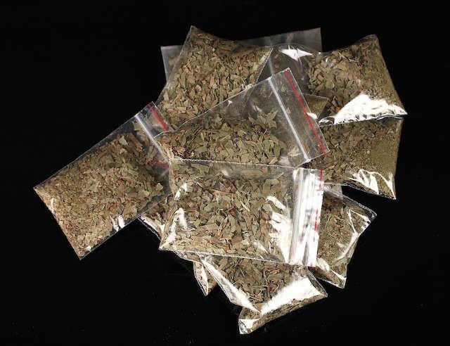 W piwnicy budynku, w którym mieszka nastolatek policjnci znaleźli 10 gramów marihuany