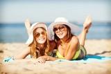 Nie przesadź z kąpielami słonecznymi. To grozi poparzeniami, a nawet... rakiem
