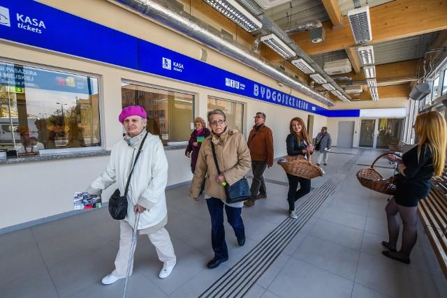 Gdy kilka lat temu otwierano nowy dworzec PKP Bydgoszcz-Leśna pasażerowie nie tak wyobrażali sobie funkcjonowanie kas na dworcu.