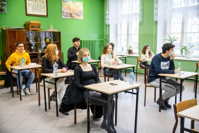Próbna matura 2021: polski poziom podstawowy - arkusze CKE, pytania, odpowiedzi, rozwiązania, test diagnostyczny