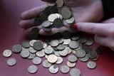 Tyle monet wchodzi na kilogram. Od jednogroszówek do 5 złotych - zważyliśmy [2.08]