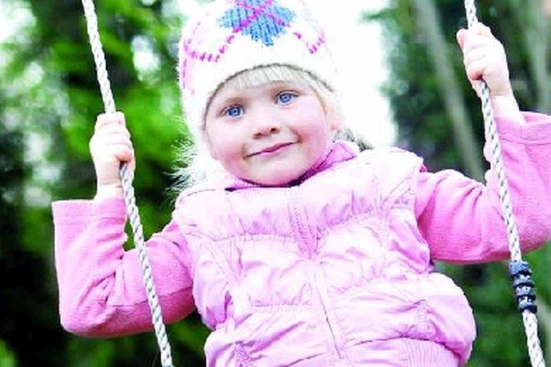 Ze spaceru czy wizyty na placu zabaw nie należy rezygnować nawet wtedy, gdy psuje się pogoda lub temperatura spada poniżej zera