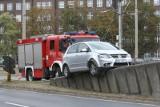 """Wypadek na placu Społecznym. Volkswagen nie trafił na """"ślimaka"""" nad placem"""