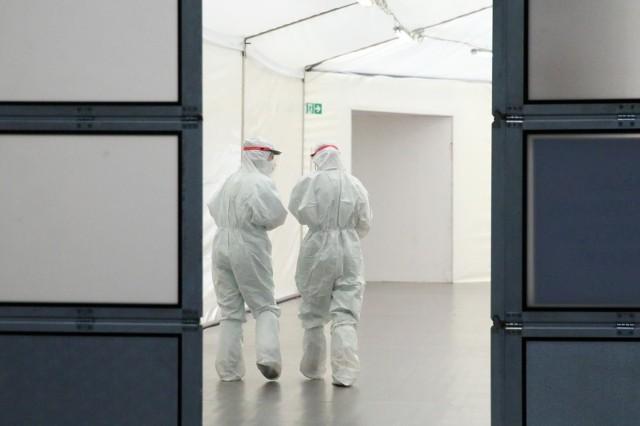 Jak poinformowało Ministerstwo Zdrowia, hospitalizowanych jest 666 pacjentów zakażonych koronawirusem.