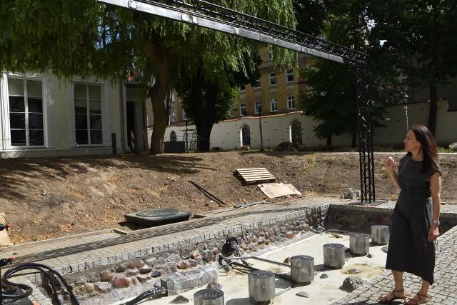 W ogrodzie gorzowskiego teatru będzie fontanna multimedialna. Właśnie trwa rewitalizacja tego terenu