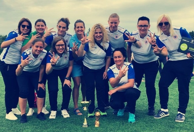 Piłkarki ze zwycięskiej drużyny wielkopolskiej policji
