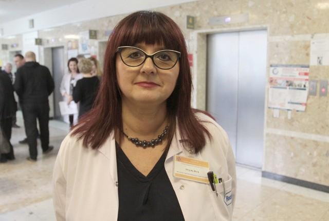 -Karta krwi może uratować życie pacjenta w nagłych wypadkach - mówi Brygida Bek, kierownik laboratorium szpitala na Józefowie.