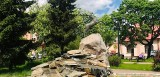 Odnowioną fontannę z koziołkiem można podziwiać na skwerku w Kozienicach. Zobacz zdjęcia