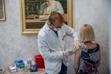 Podlaskie. Pierwsze apteki już szczepią przeciwko COVID-19. Sprawdź, jak farmaceuci wykonują zabiegi (ZDJĘCIA)