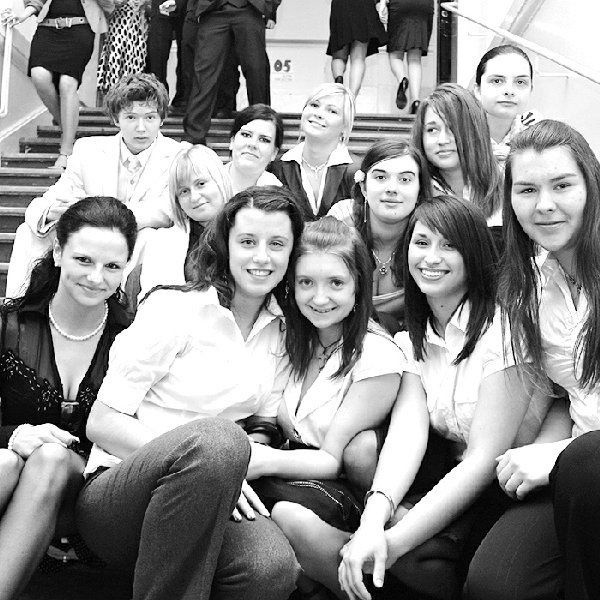 Na zdjęciu: absolwentki Liceum  Ogólnokształcącego im. Marii Konopnickiej we  Włocławku.