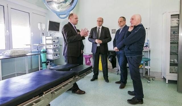 Jacek Misiołek (drugi od lewej) został nowym szefem lecznicy w Chełmnie w maju 2018 roku. Pokonał aż 11 kandydatów! 30 czerwca 2020 roku jest ostatnim dniem pełnienia przez niego tej funkcji