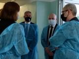 Adam Niedzielski, minister zdrowia, odwiedził Szpital Miejski w Rzeszowie. Był na odnowionym oddziale ortopedii