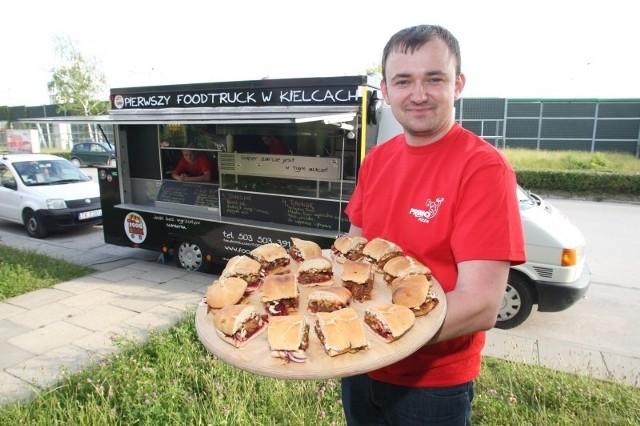 - W naszym menu są kanapki na ciepło inspirowane kuchniami różnych zakątków świata - mówi Paweł Kaczmarczyk, właściciel pierwszego w regionie food trucka Food So Good.