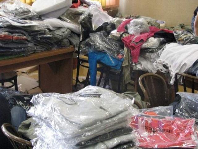 Nielegalny przemyt podrobionych ubrań